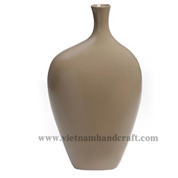 Lacquer ceramic vase in solid brown