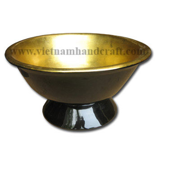 Lacquer bowl. Inside in gold silver leaf, outside in black