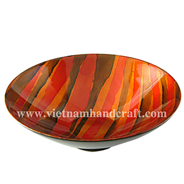 Lacquered decor bowl. Inside in hand-painted artwork. Outside in black