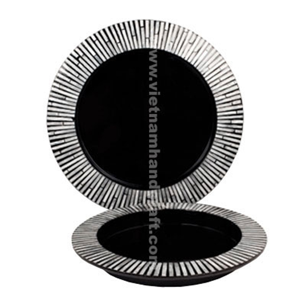 Set of 2 black lacquer wood trays inlaid with mother of pearl on rim