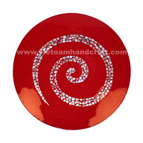 Red lacquered decoration plate with shell-shaped seashell inlay