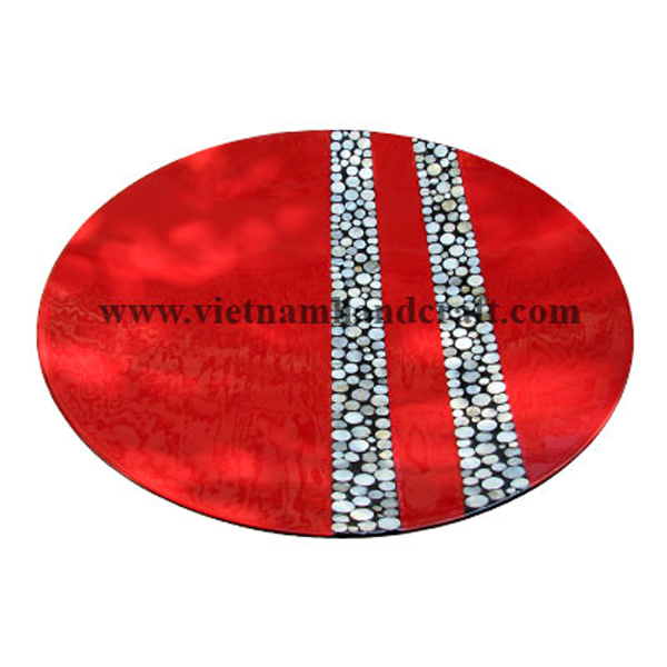 Red lacquered decor plate inlaid with  sea shell