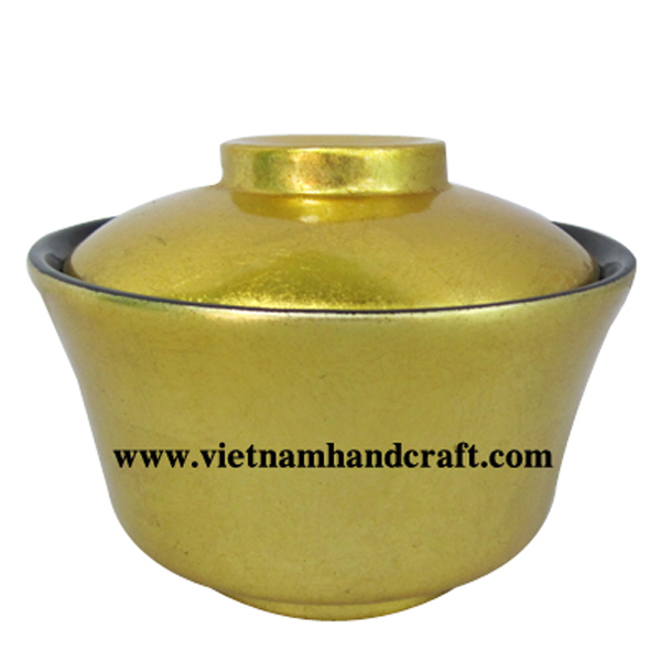 Lacquer candy bowl with lid. Inside in black, outside in gold silver leaf