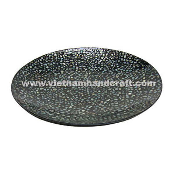 Black lacquered plate with sea shell inlay
