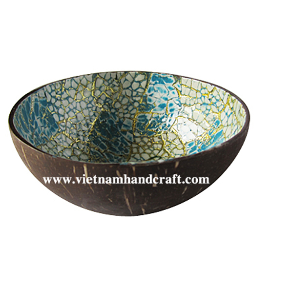 Coconut lacquerware bowl. Inside inlaid with eggshell, outside in natural coconut shell