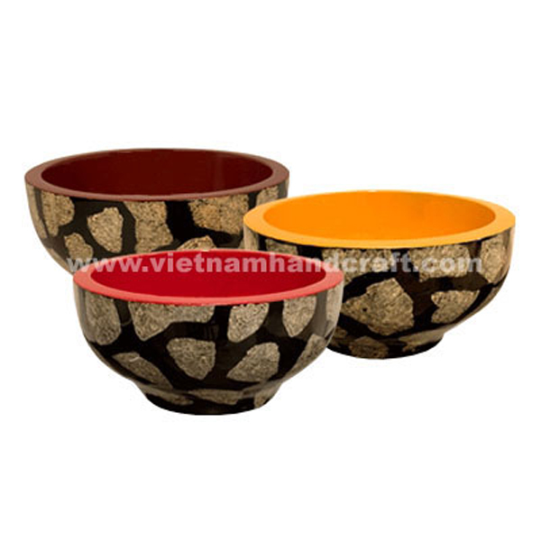 Wooden lacquerware decoration bowl with eggshell inlay outside
