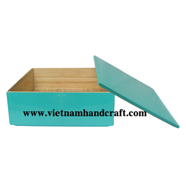 Lacquered bamboo sushi box. Inside in natural bamboo, outside in solid turquoise