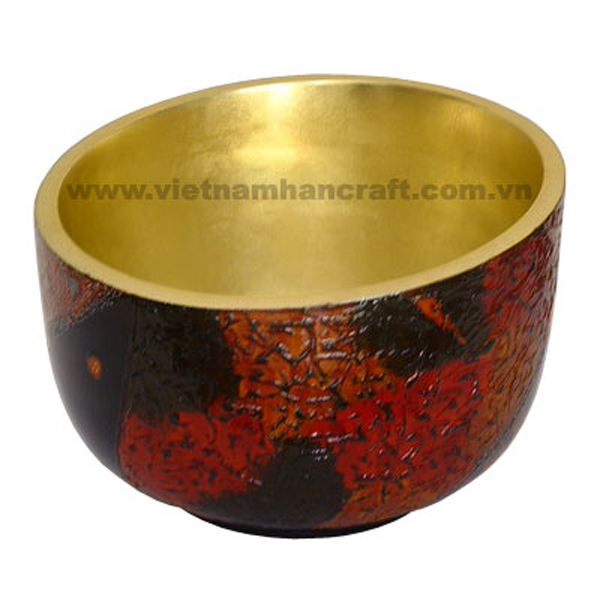 Lacquered decor bowl. Inside in gold silver, outside in antique finish