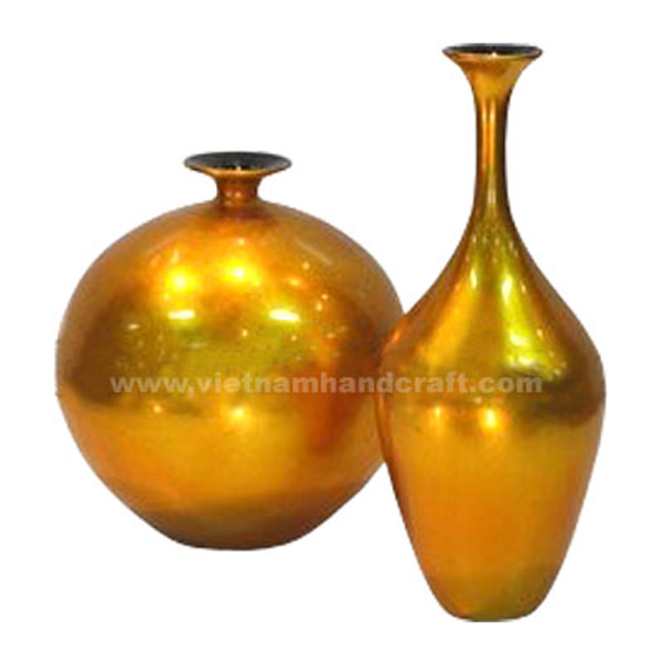Lacquer decorative vases in gold silver leaf