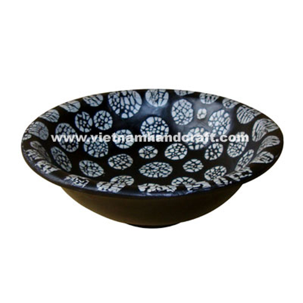 Black lacquer bowl with white eggshell inlay inside