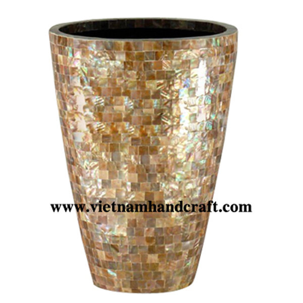 Lacquered plant pot with brown seashell inlay