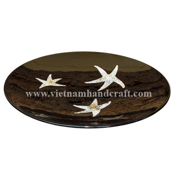 Black lacquered plate inlaid with eggshell starfish