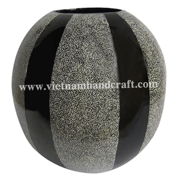 Ball-shaped black lacquered wood vase with white egg shell inlay