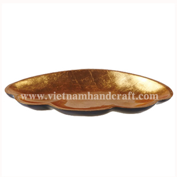 shell-shaped lacquer dish. Inside in gold silver leaf, outside in black