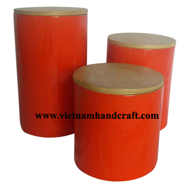 Lacquered bamboo coffee container with natural bamboo lid