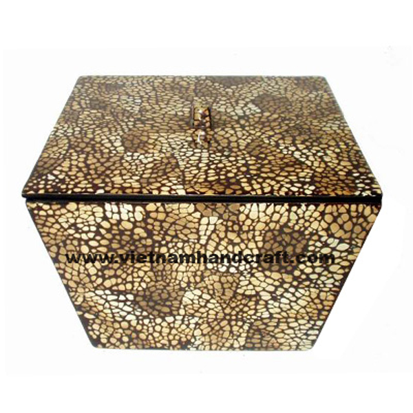 Wooden lacquerware storage box with burnt eggshell inlay