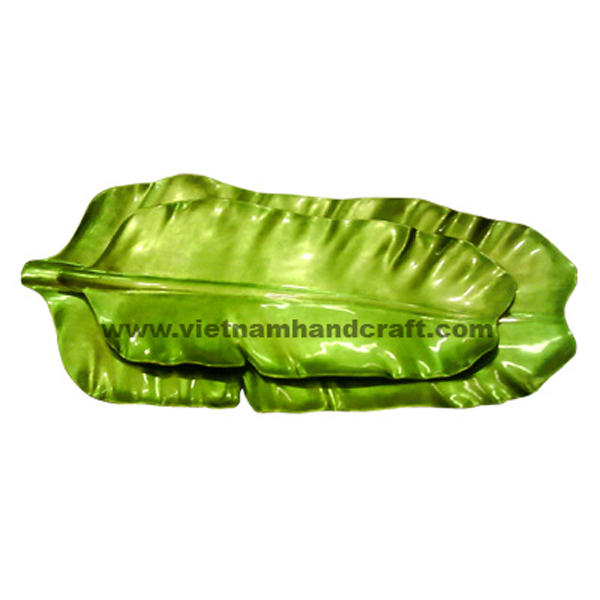 Banana-shaped lacquered plate in silver metallic green