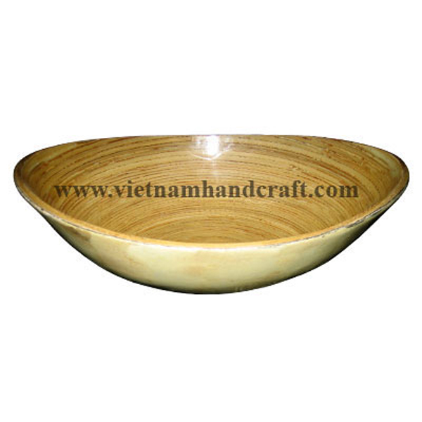 Oval lacquered bamboo snack bowl. Inside in natural bamboo, outside with cream eggshell inlay