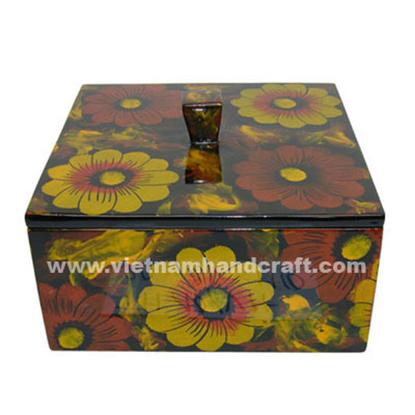 Black lacquer wood amenity box with hand-painted flowers