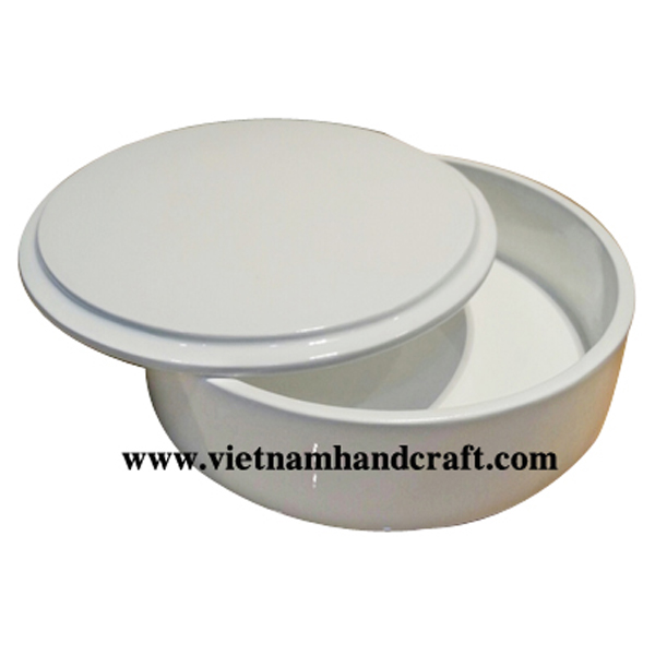 Lacquered wooden cookie box in  solid white