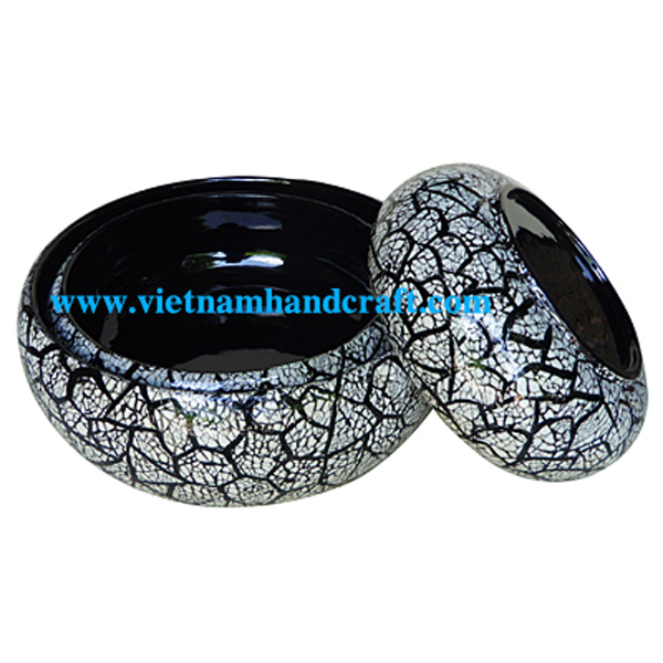 Black lacquered decor bowl with eggshell inlay
