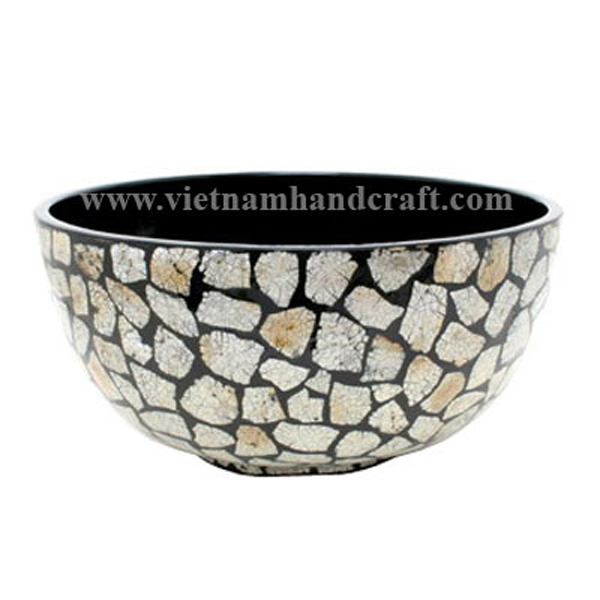 Black lacquer bowl inlaid with burnt eggshell