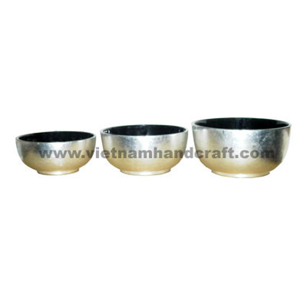 Lacquered food bowl. Inside in black, outside in white silver leaf