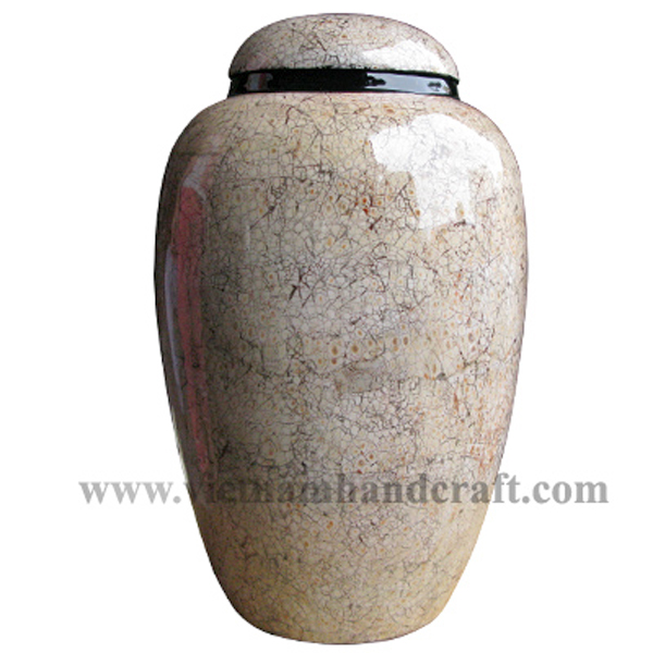 Lacquered ceramic decorative jar with eggshell inlay