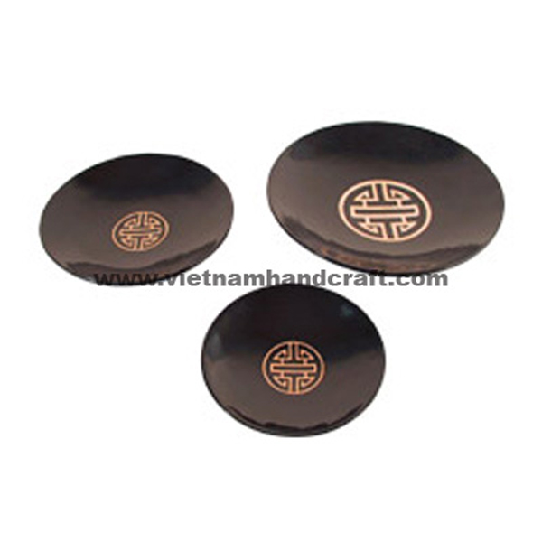 Black lacquer plate with Chinese symbol in gold silver in centre