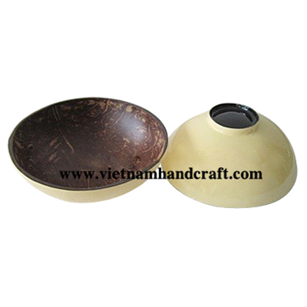Lacquer coconut bowl. Inside in natural coconut shell, outside in cream