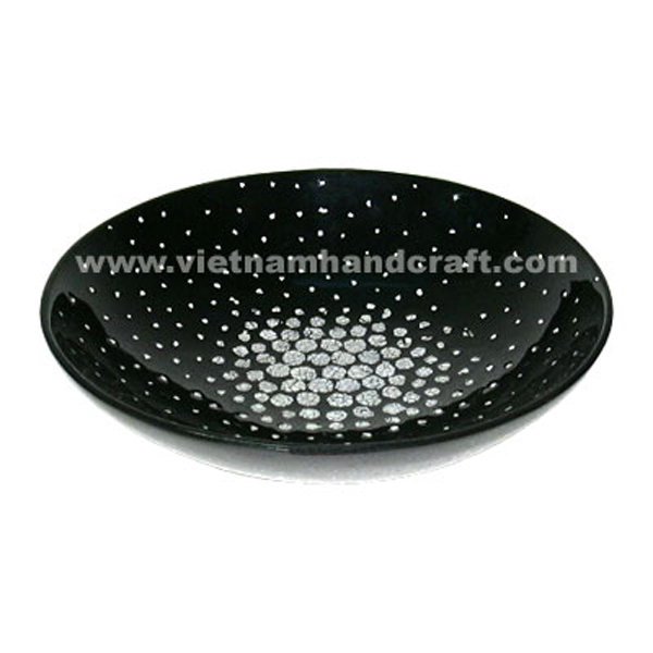 Black lacquered bowl with white eggshell inlay inside