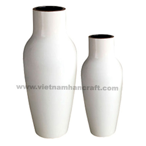 Lacquerware vase in solid white