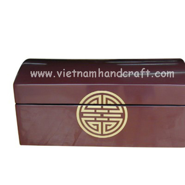 Purple lacquered wood box with Chinese character in gold