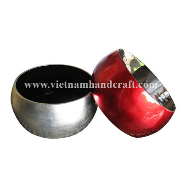 Lacquered food bowl. Inside & bottom in black, outside in  white and red silver