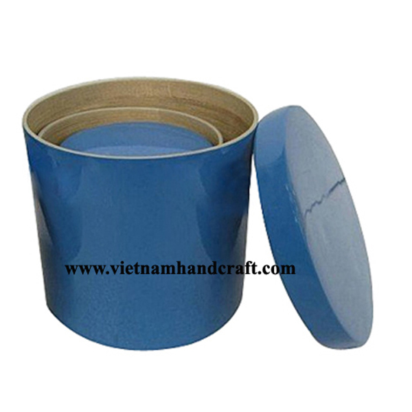 Set of 3 lacquer bamboo containers. Inside in natural bamboo, outside in solid blue