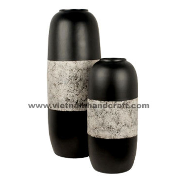 Black lacquered decor vase inlaid with eggshell