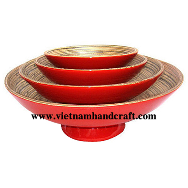 Lacquered bamboo bowl. Inside in natural with black effects, outside in red