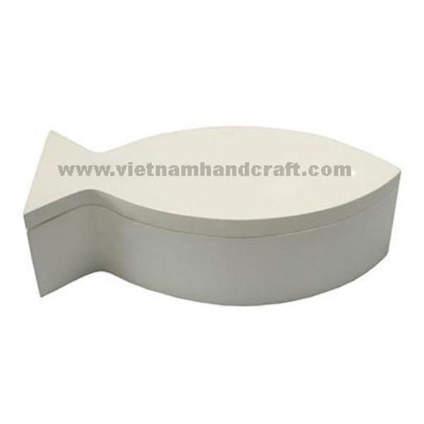 Fish-shaped lacquered wood cosmetic box in solid white