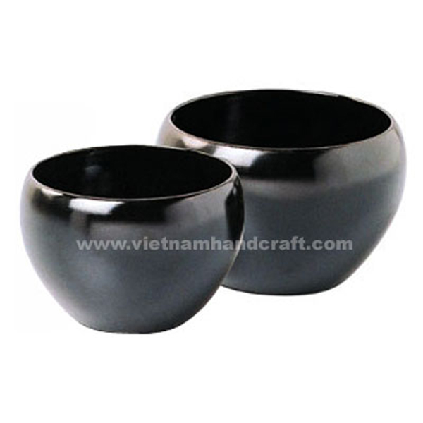 Set of 2 lacquer planter pots in black