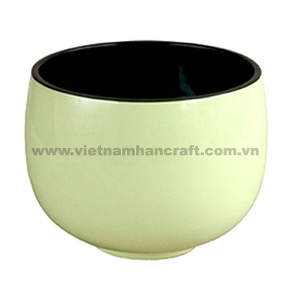 Lacquered bowl. Inside in black, outside in cream