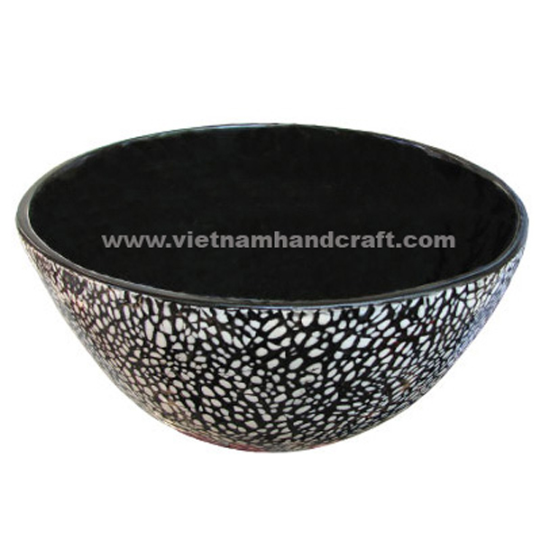 Black lacquered bowl with eggshell inlay outside