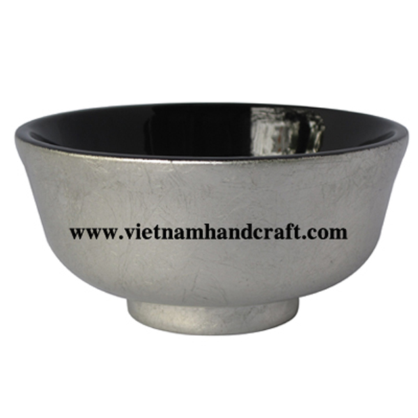 Lacquered wooden candy bowl. Inside in black, outside in silver leaf