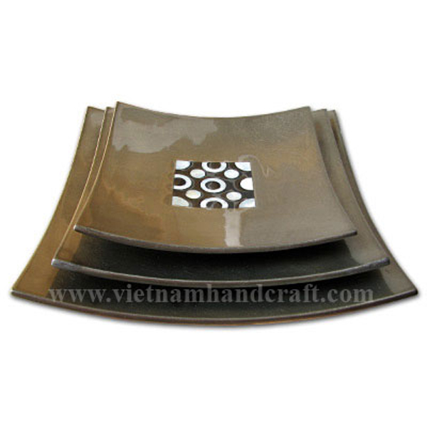 Set of three silver metallic bronze lacquered plates with mother of pearl inlay