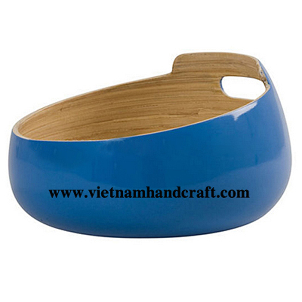 Bamboo lacquerware food bowl with handles. Inside in natural bamboo, outside in blue