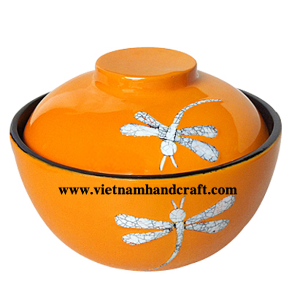 Lacquered sweet bowl with eggshell dragonflies inlay