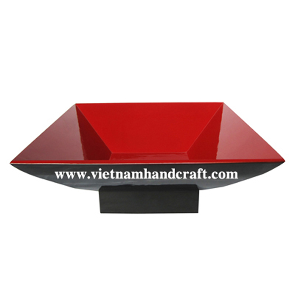 Lacquered wooden decorative bowl in black & solid red