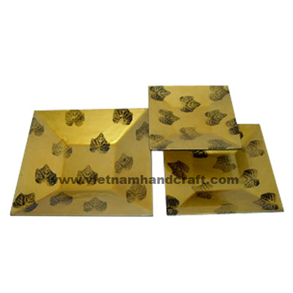Gold lacquered plate with hand-painted black leaves