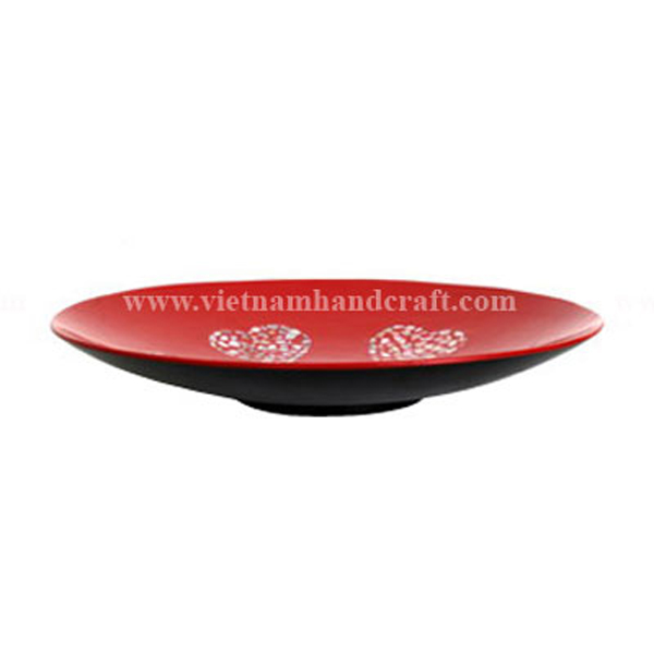 Black & red lacquered plate inlaid with 4 seashell hearts