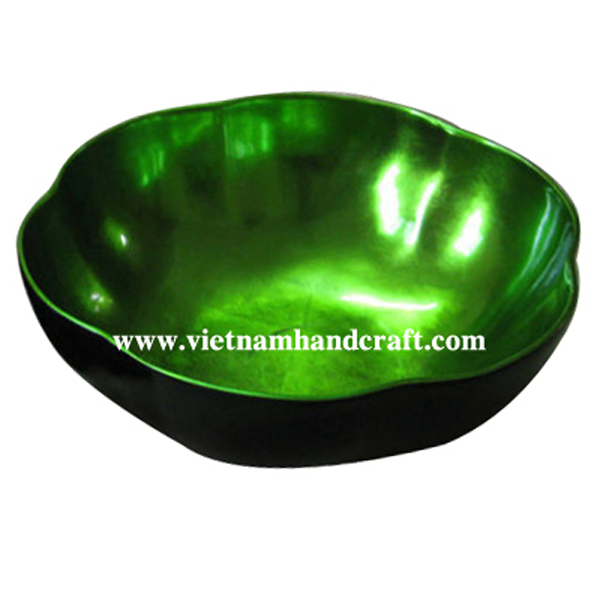 Flower shaped lacquer bowl. Inside in green silver, outside in black