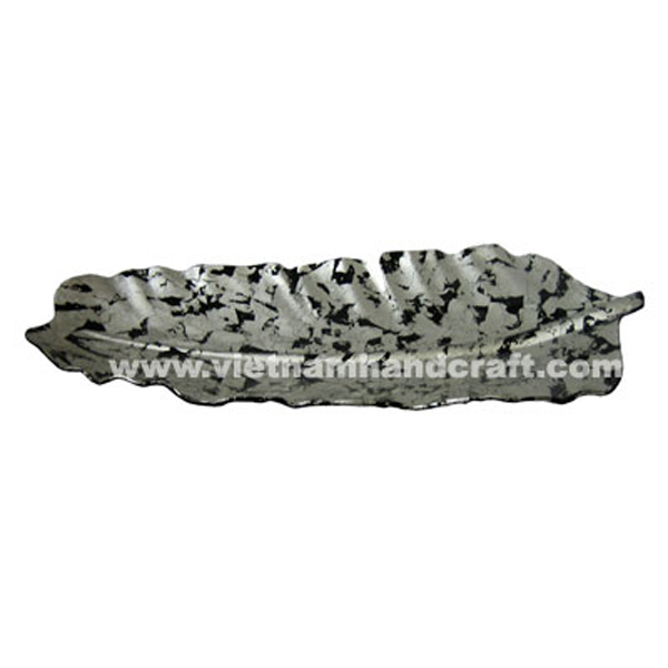 Banana leaf-shaped lacquered plate in black & white silver leaf
